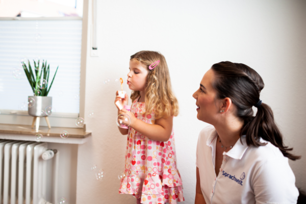 Legasthenietrainerin für große und kleine Patienten mit Lese- und Rechtschreibschwäche oder Legasthenie